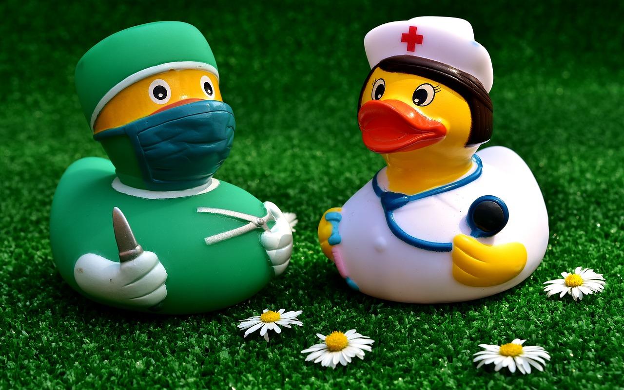 surgeon-2821375_1280