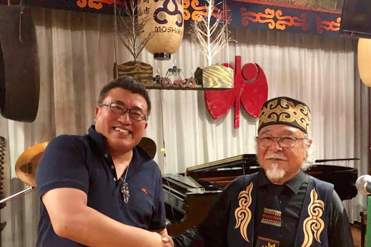 ドクタードルフィン松久先生とアイヌのリーダーアトゥイ氏