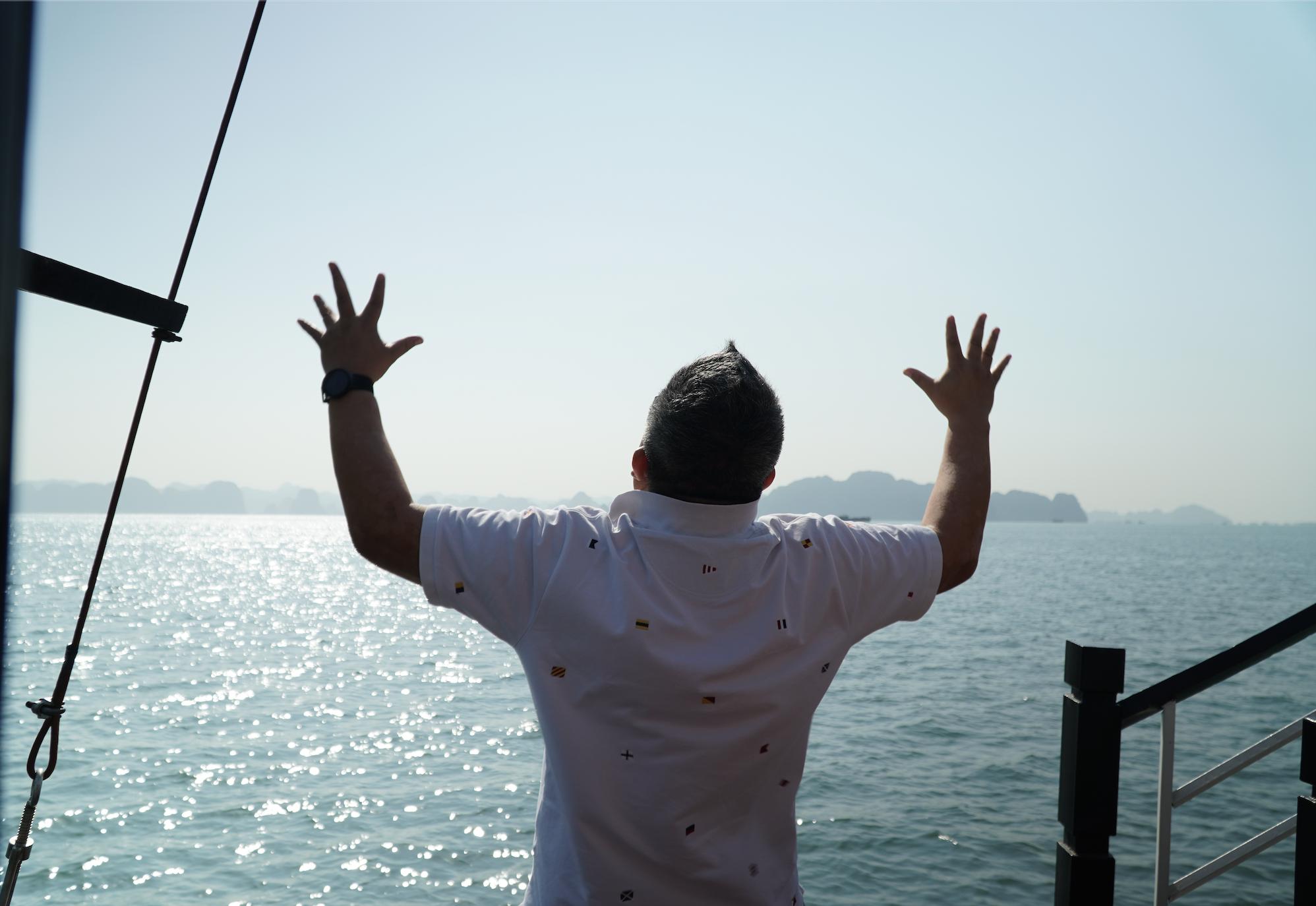 下田 龍宮窟 祝!【ドラゴンゲート開き&龍神エネルギー覚醒】ドクタードルフィン 龍神フォース リトリートツアー:ベトナム・ハロン湾でドラゴンゲートを開くドクタードルフィン松久正